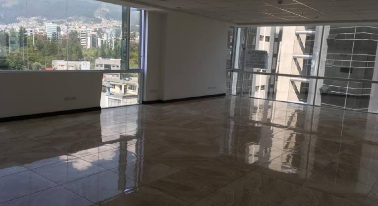 Se renta hermosa oficina de 70 m²en el Edificio Diamond Business Center en la Av. República del Salvador.